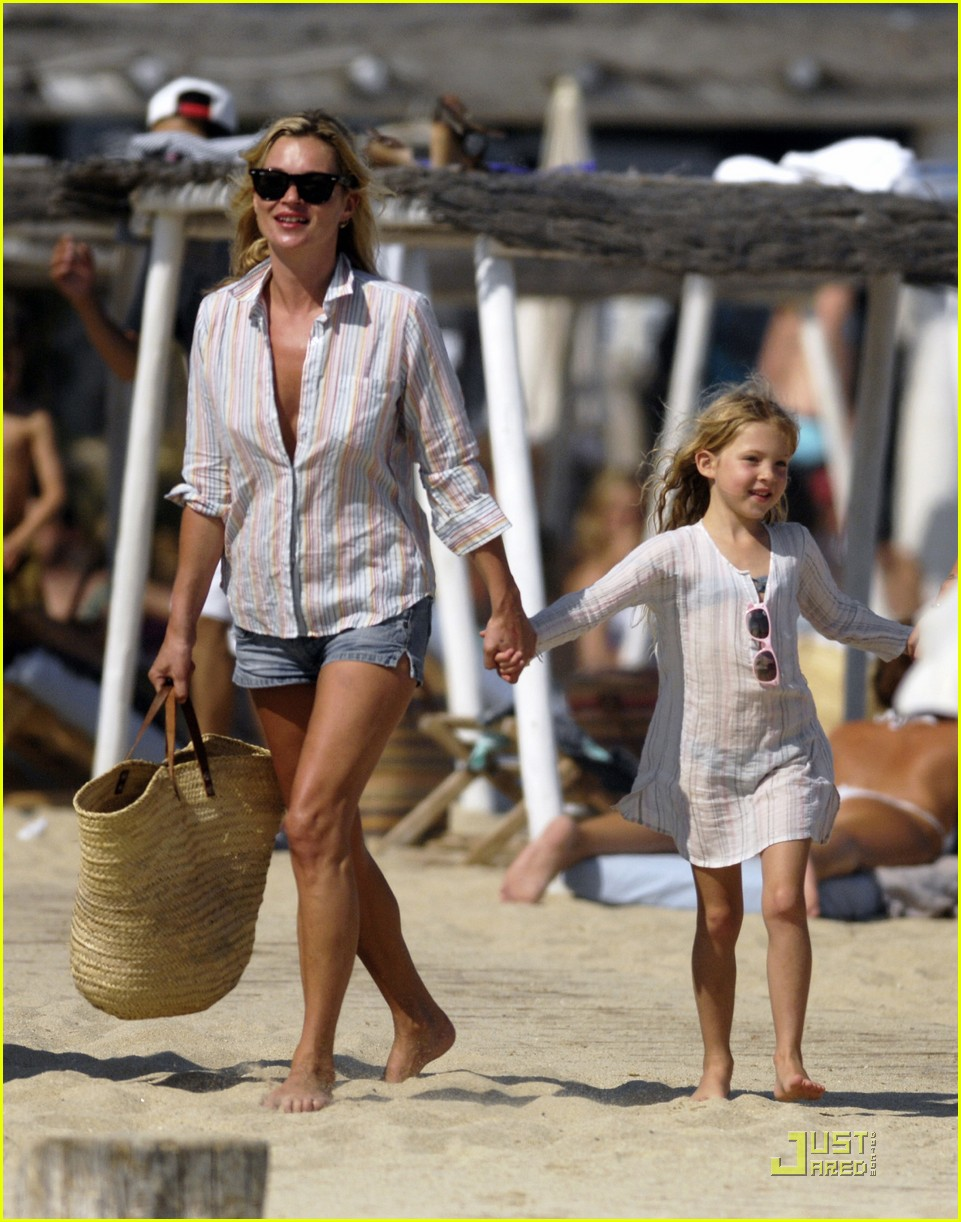 Kate Moss Lily Allen Club 55 Fun In The Sun Photo 2111671