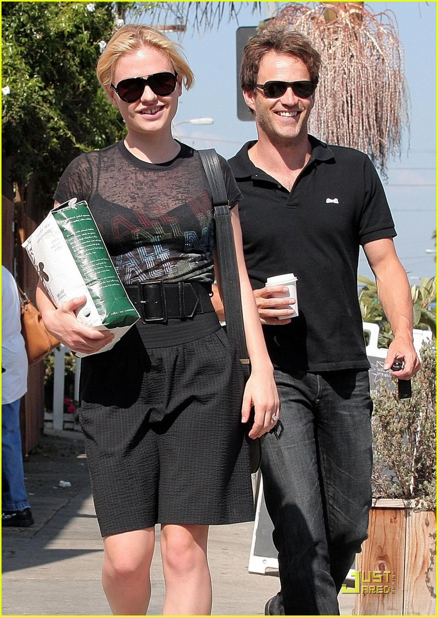 stephen moyer anna paquin carry coffee beans 012146682