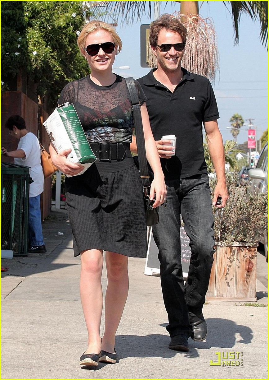 stephen moyer anna paquin carry coffee beans 032146702