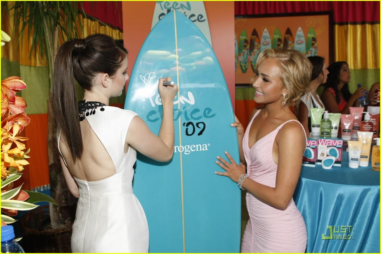 emma roberts hayden panettiere surfboard 022136041