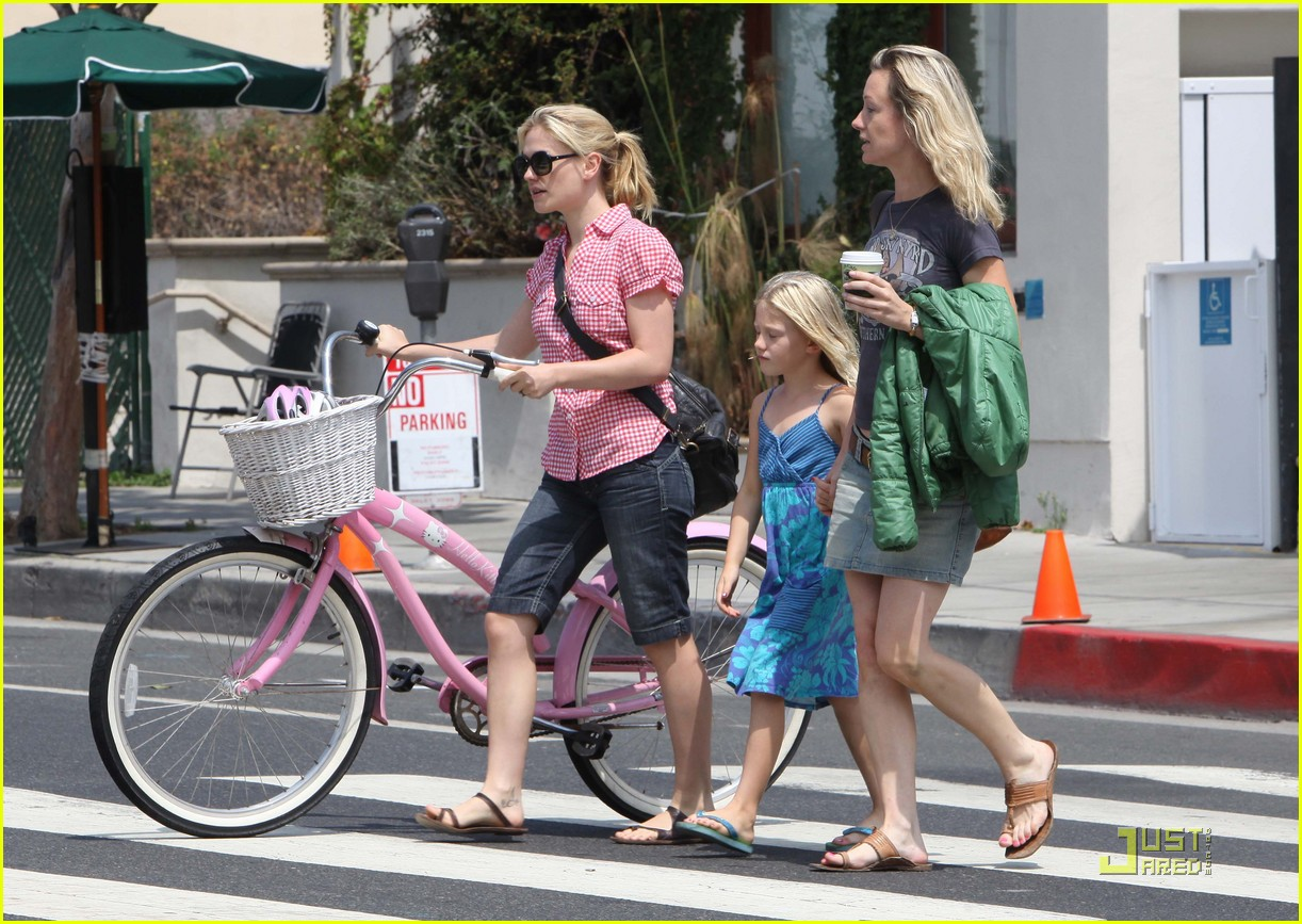 anna paquin bikes with fiances ex photo 2132532 anna