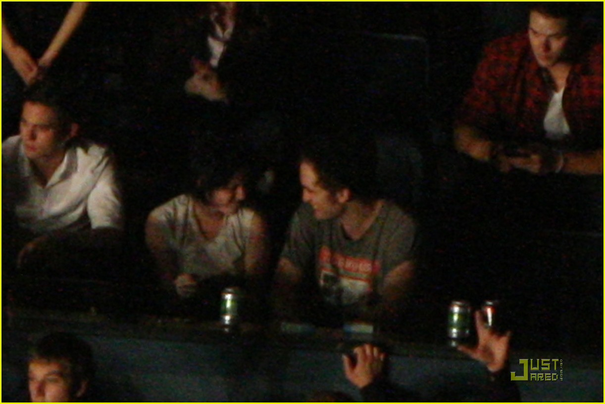 robert pattinson kristen stewart concert couple 11