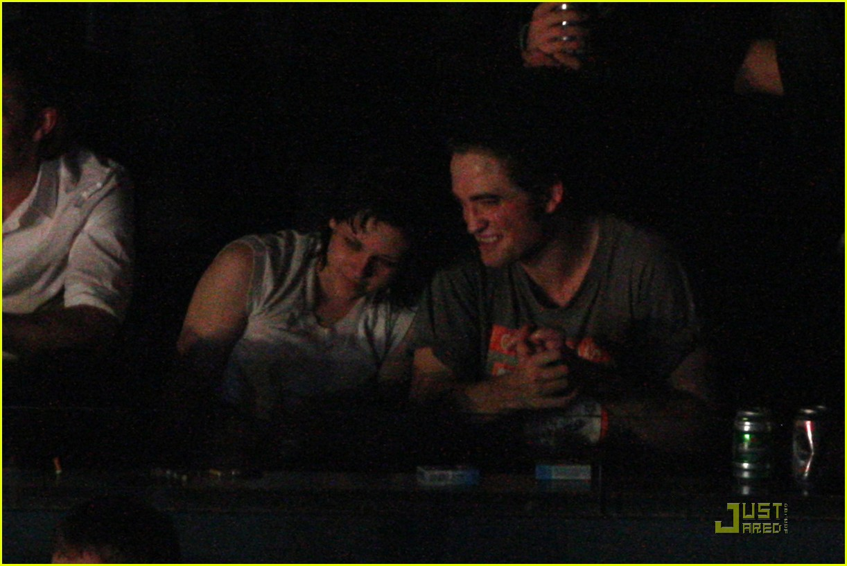 robert pattinson kristen stewart concert couple 15