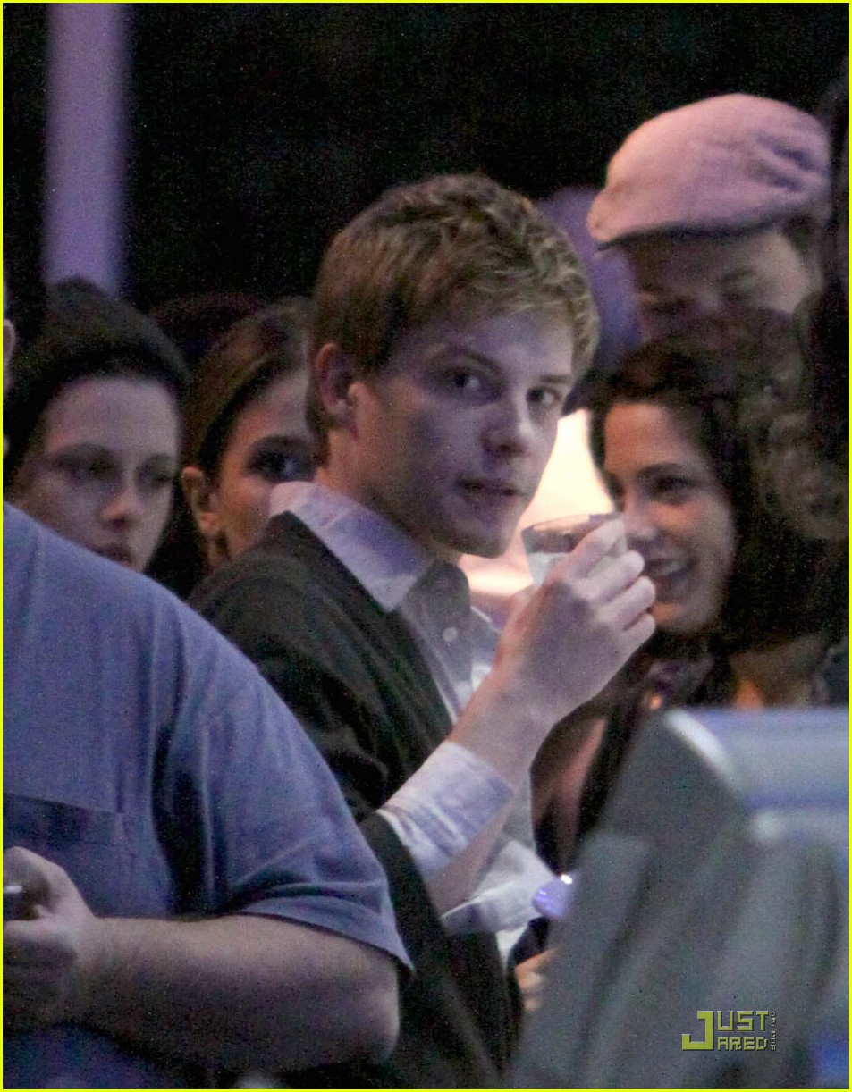 robert pattinson kristen stewart miko sushi 09