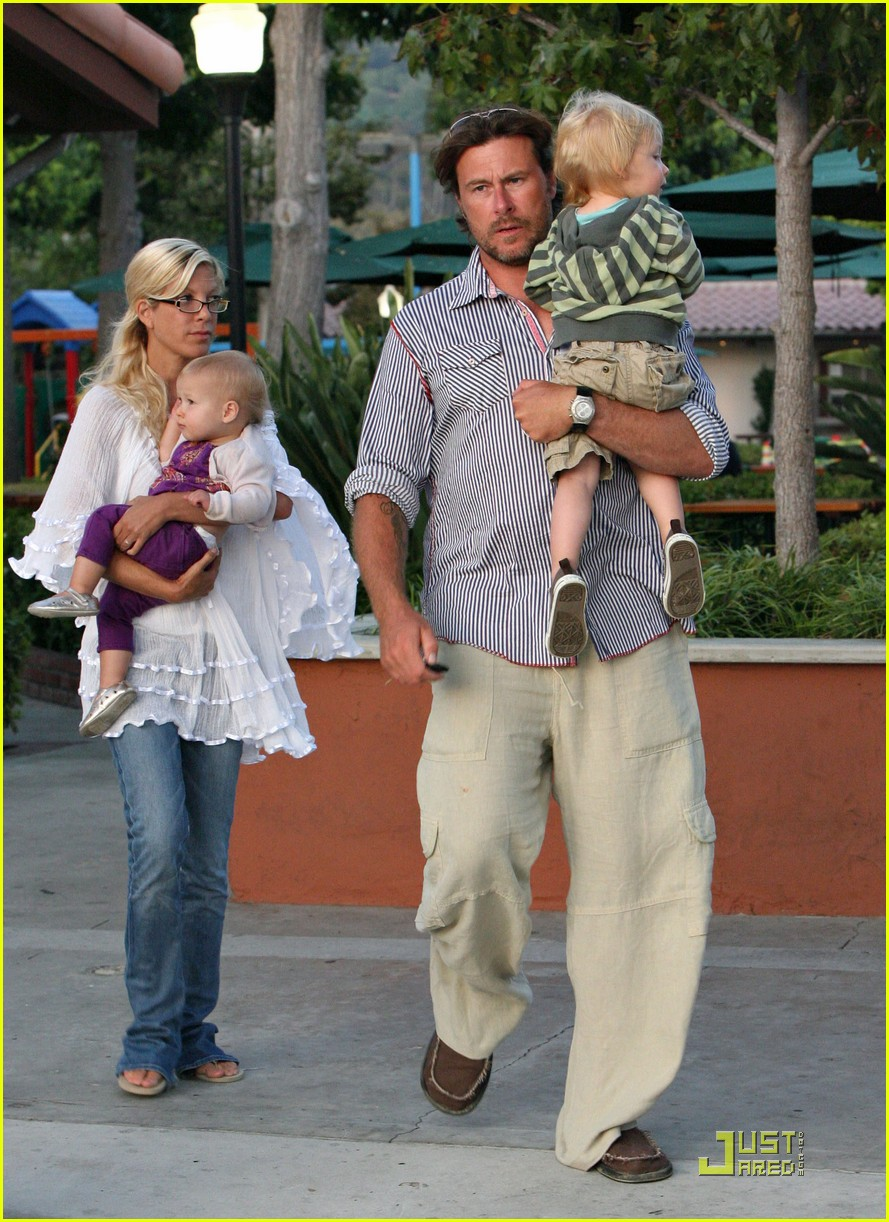 tori spelling kids play at the park 042144242