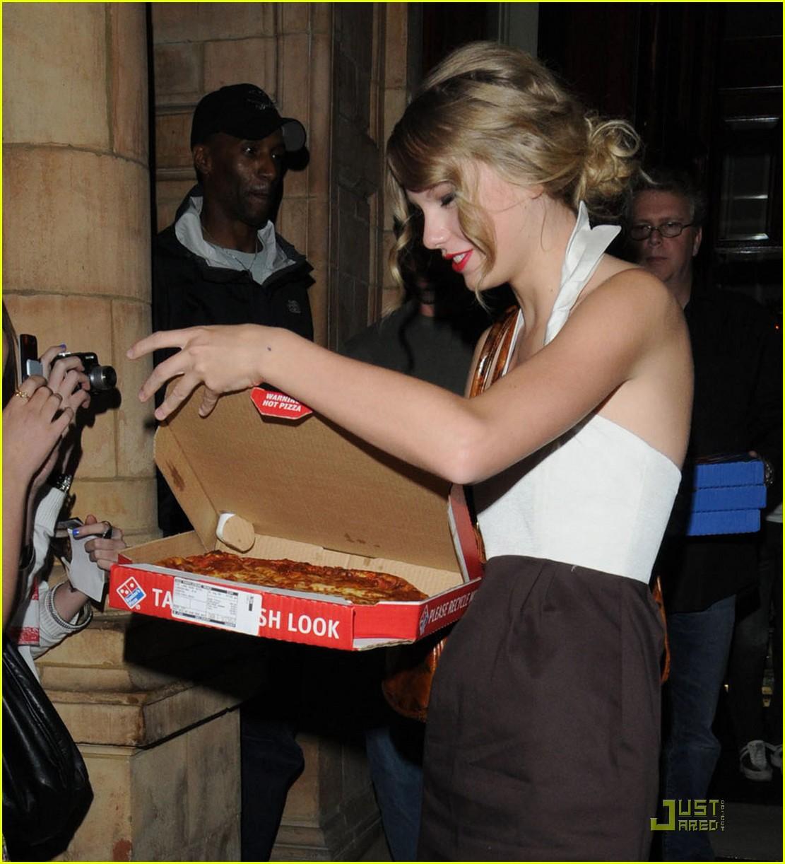 taylor swift pizza fans 052149382