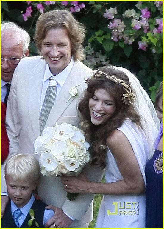 milla jovovich wedding picture 012151511
