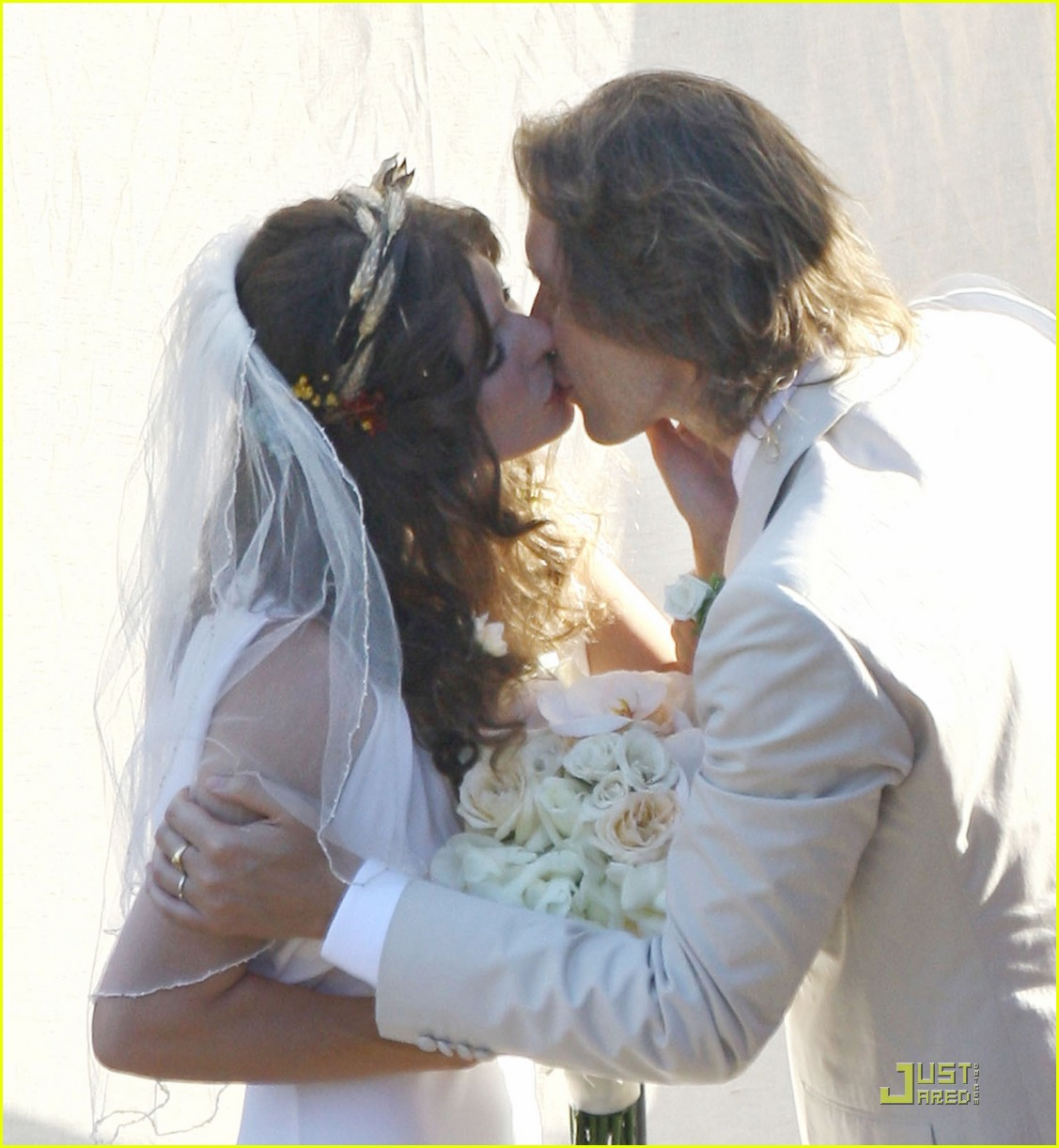 milla jovovich wedding picture 042151541