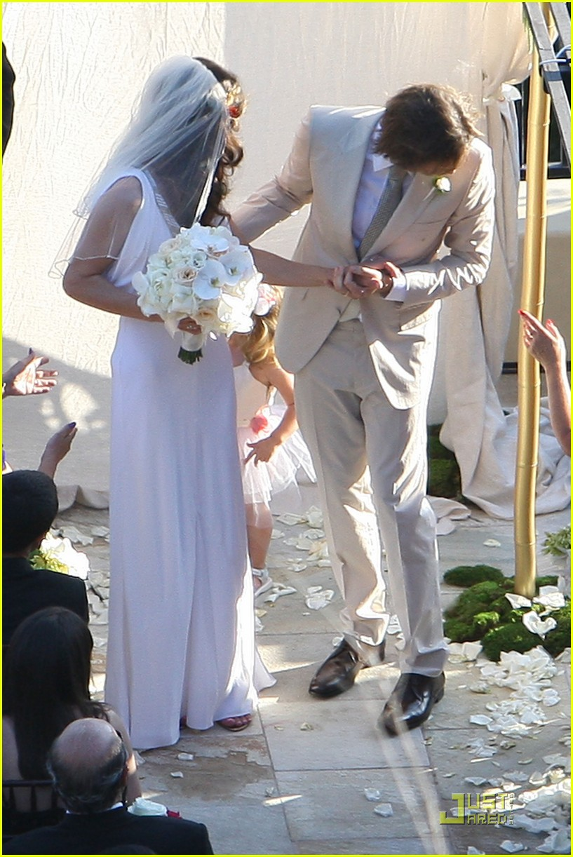 milla jovovich wedding picture 08