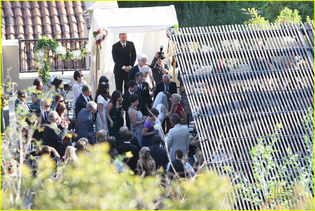 milla jovovich wedding picture 102151601