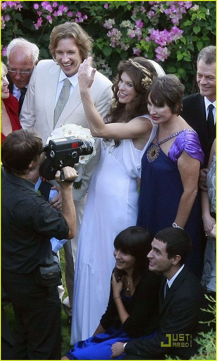 milla jovovich wedding picture 18