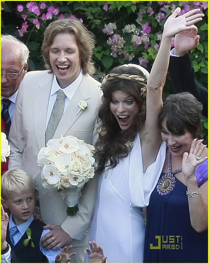 milla jovovich wedding picture 19