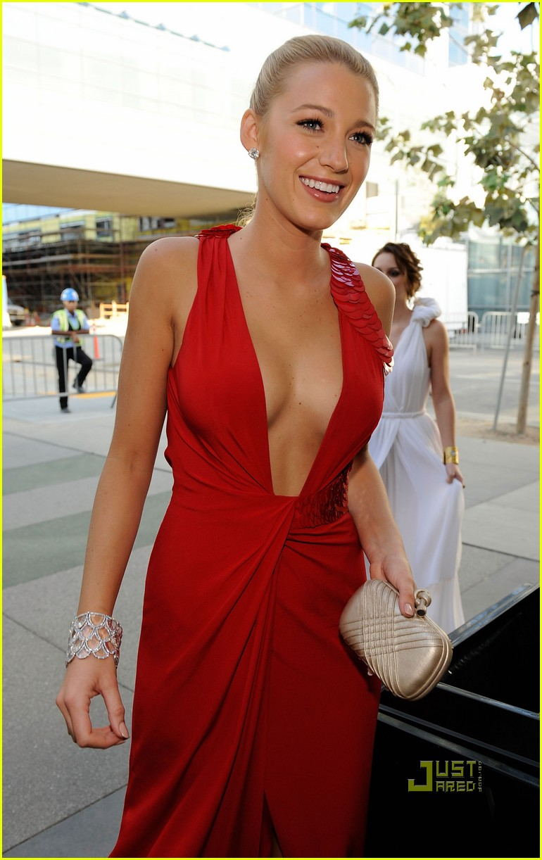 blake lively red dress makeup - photo #17