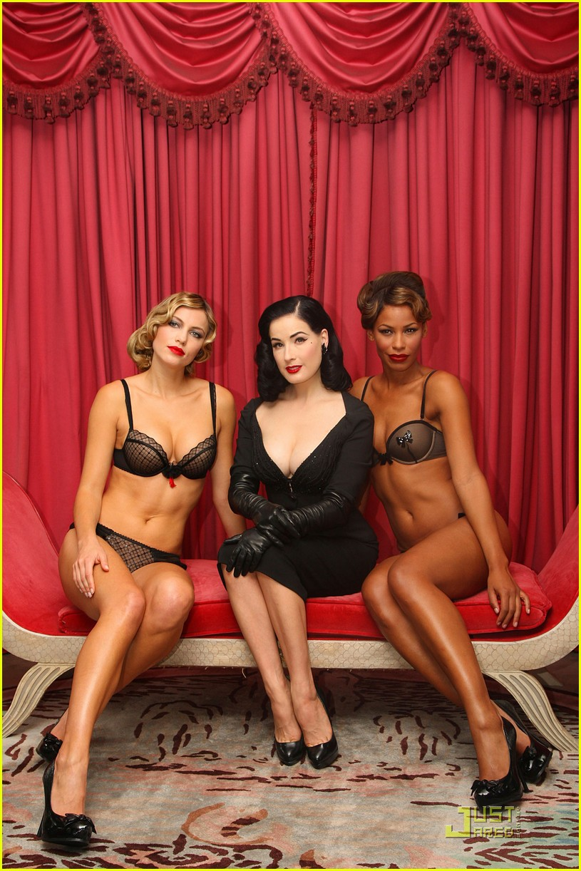 dita wonderbra party edition 18