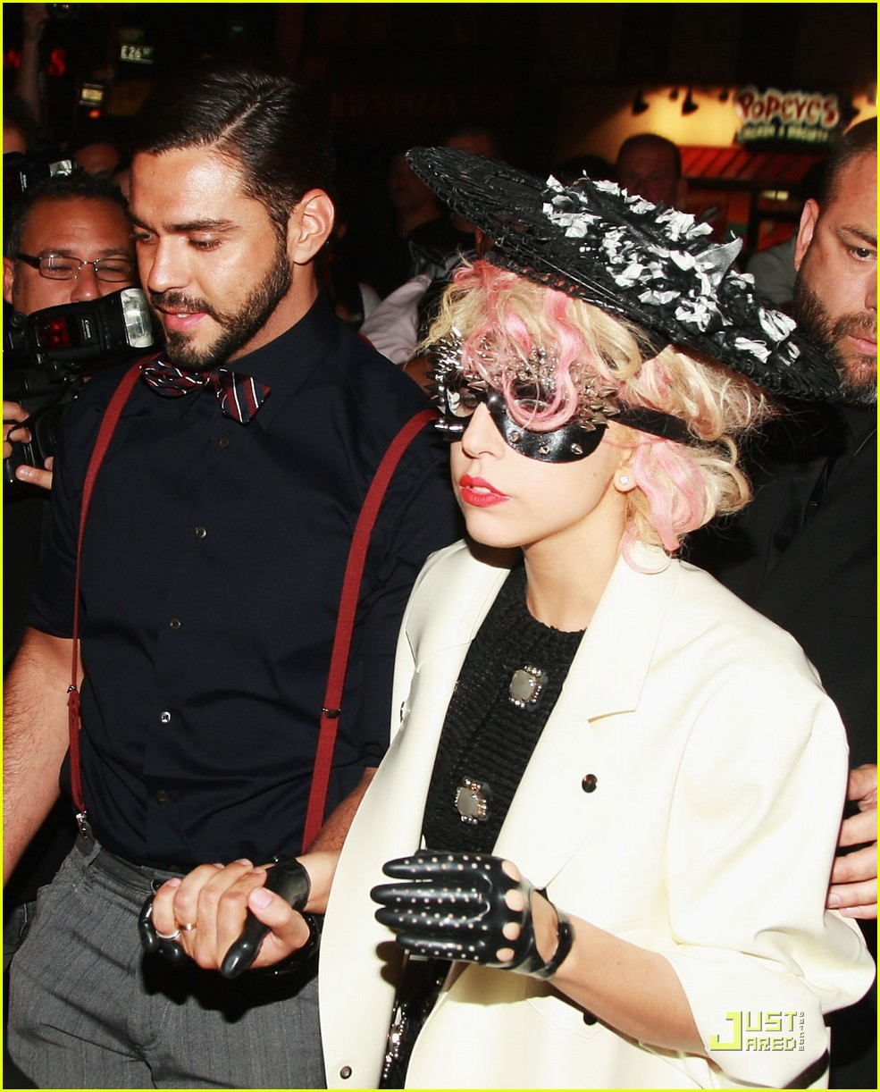 Lady Gaga Is Masked At Marc Jacobs : Photo 2216411
