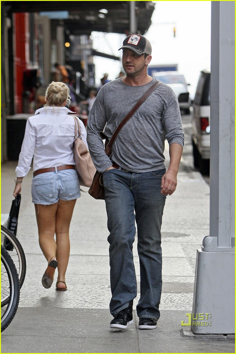 Totally smitten: Gerard Butler dresses down in denim as he enjoys yet ...