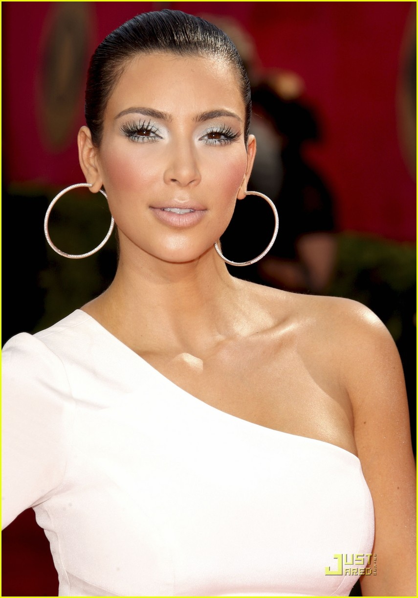 kim kardashian emmy awards 2009 03