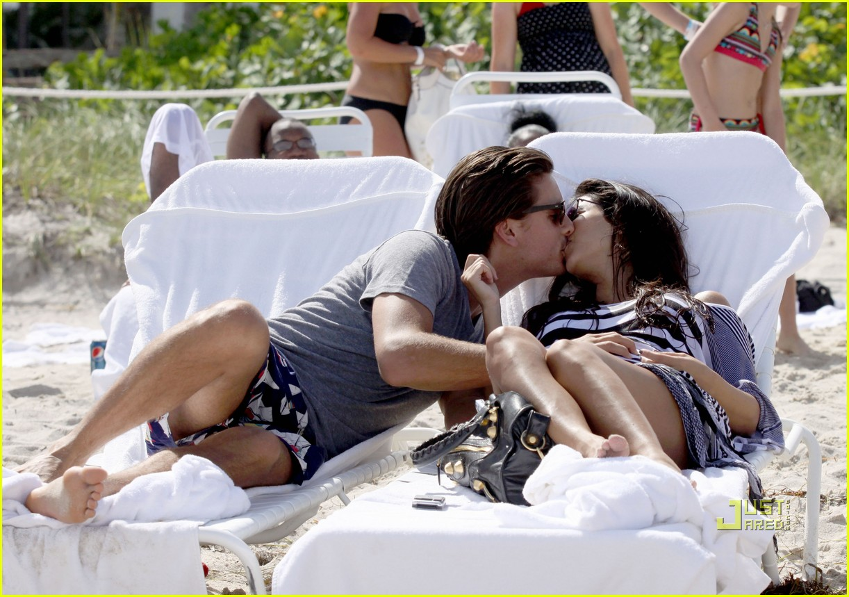 kourtney kardashian scott disick beach 01