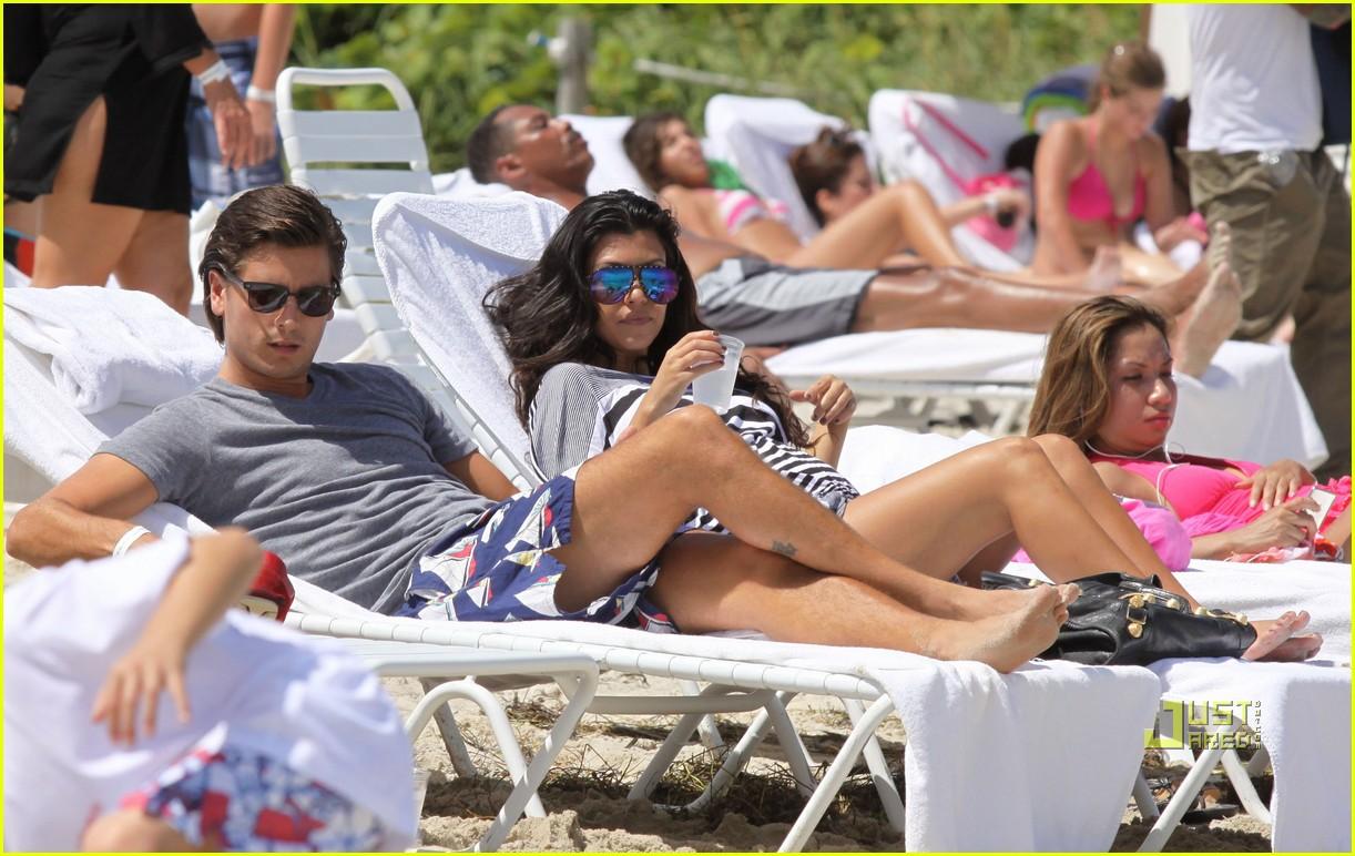 kourtney kardashian scott disick beach 142192122