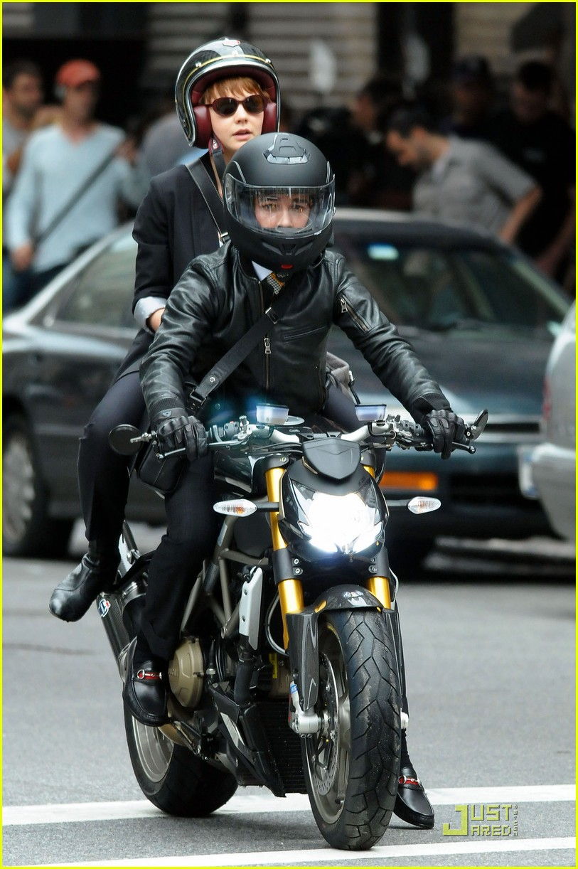 Shia Labeouf Amp Carey Mulligan Are Bike Buddies Photo