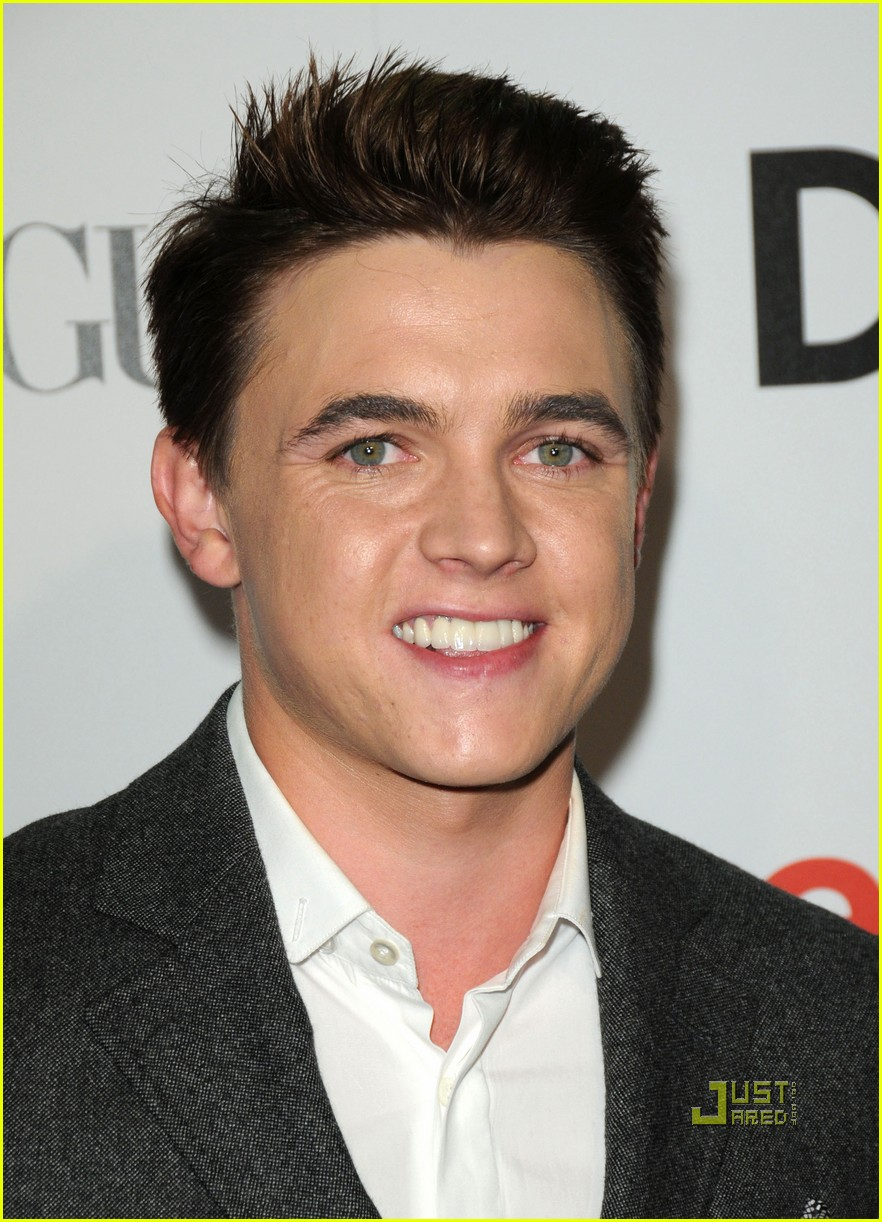 [Image: jesse-mccartney-makeup-artist-08.jpg]