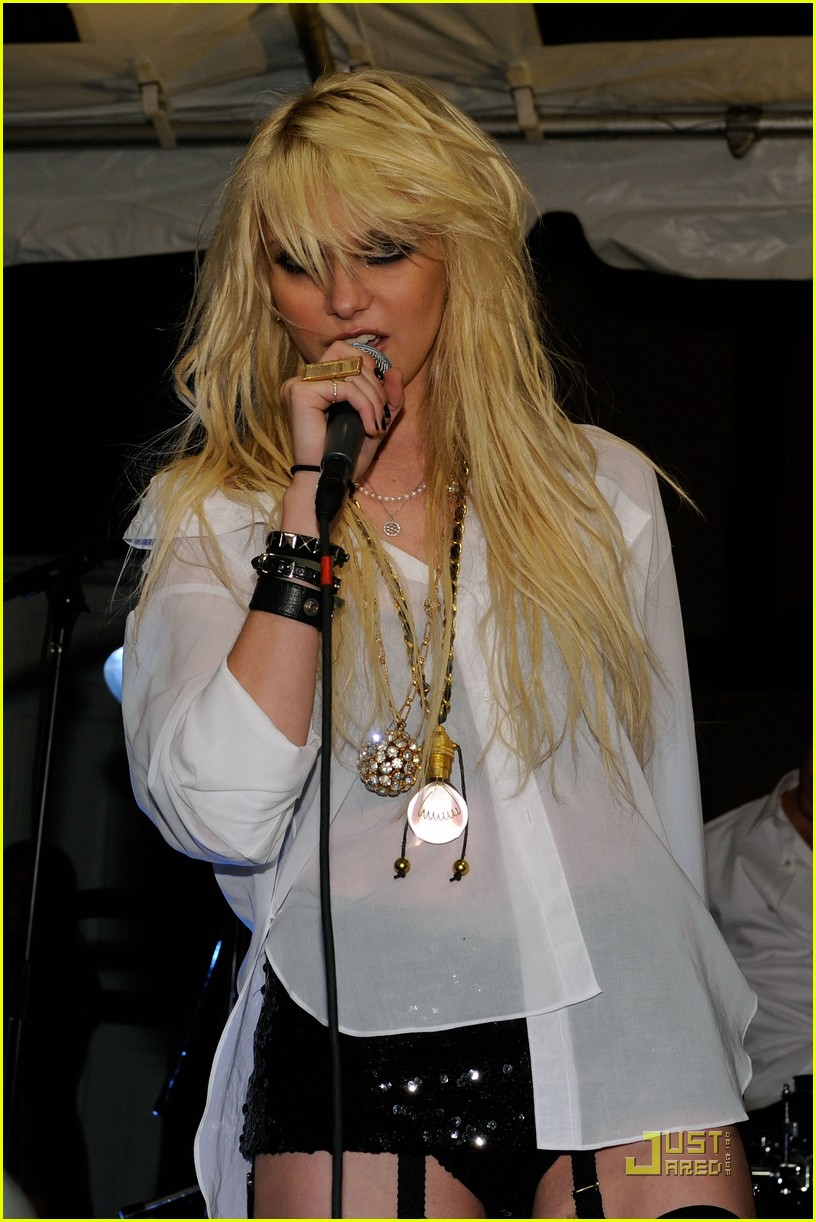 taylor momsen garter girl 11