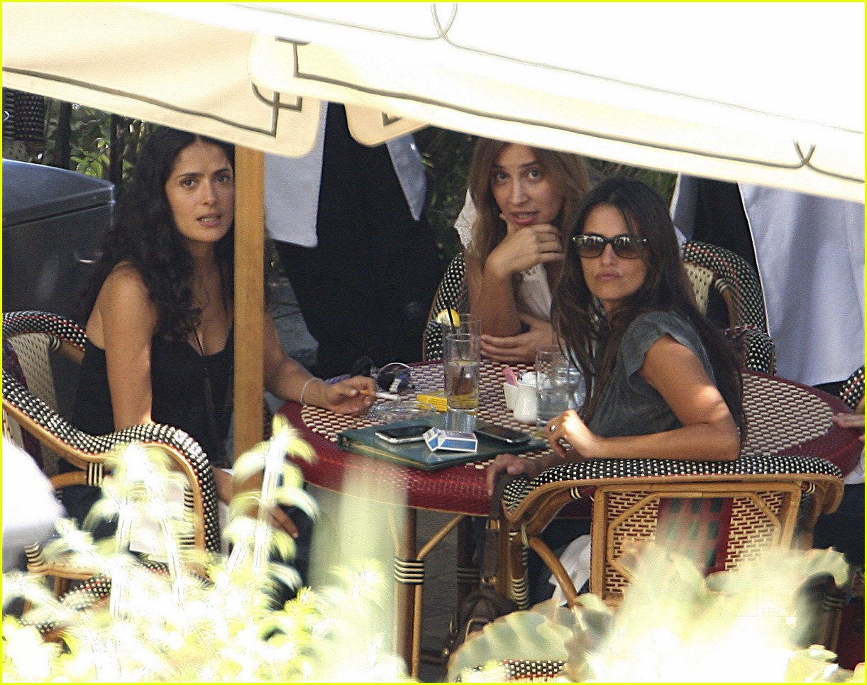 penelope cruz smoking pregnant 03