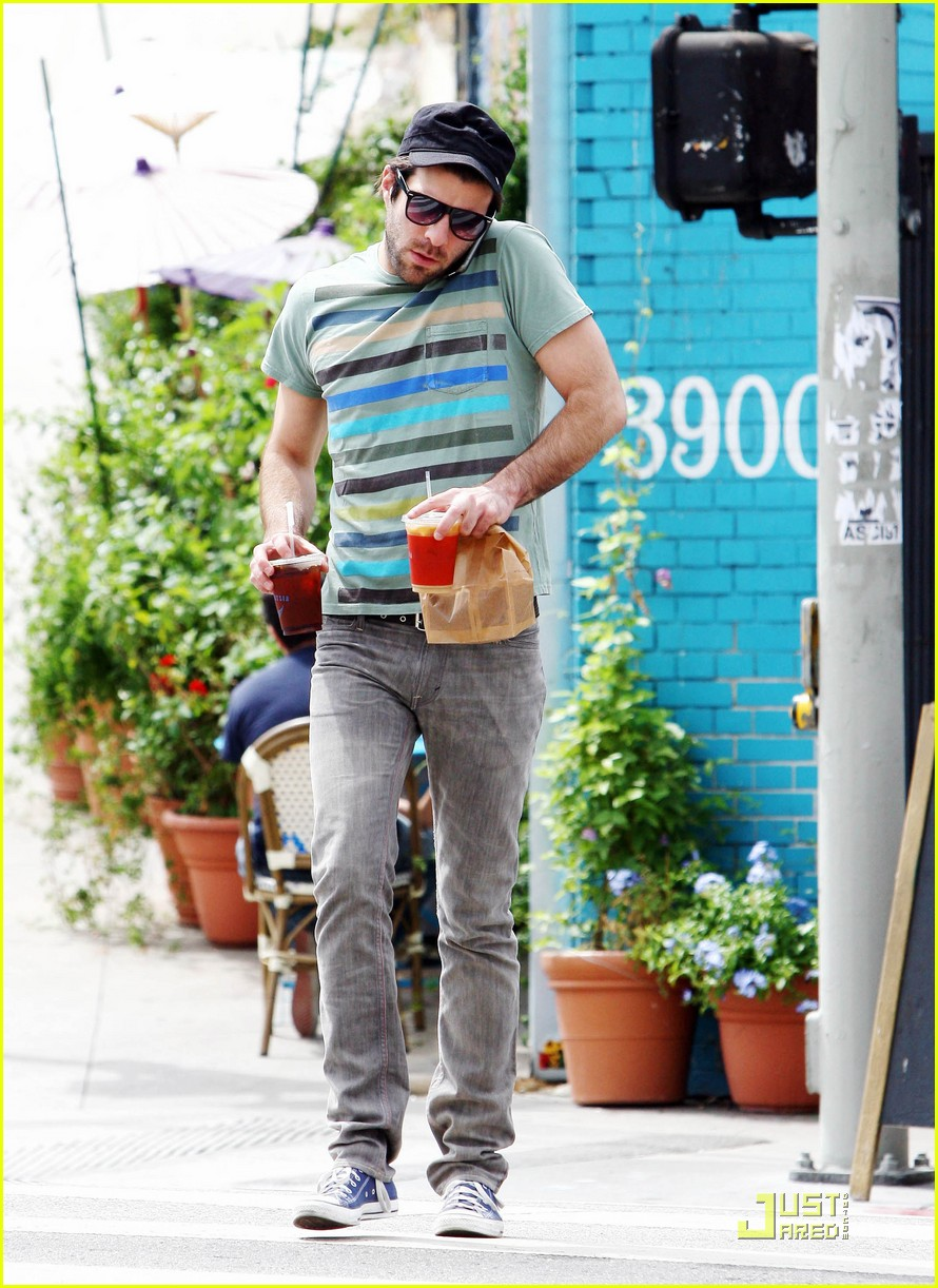 zachary quinto cheerful chatter 042216962