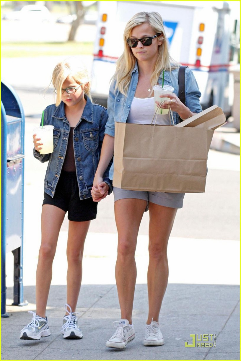 reese witherspoon ava phillippe lemonade 062228501
