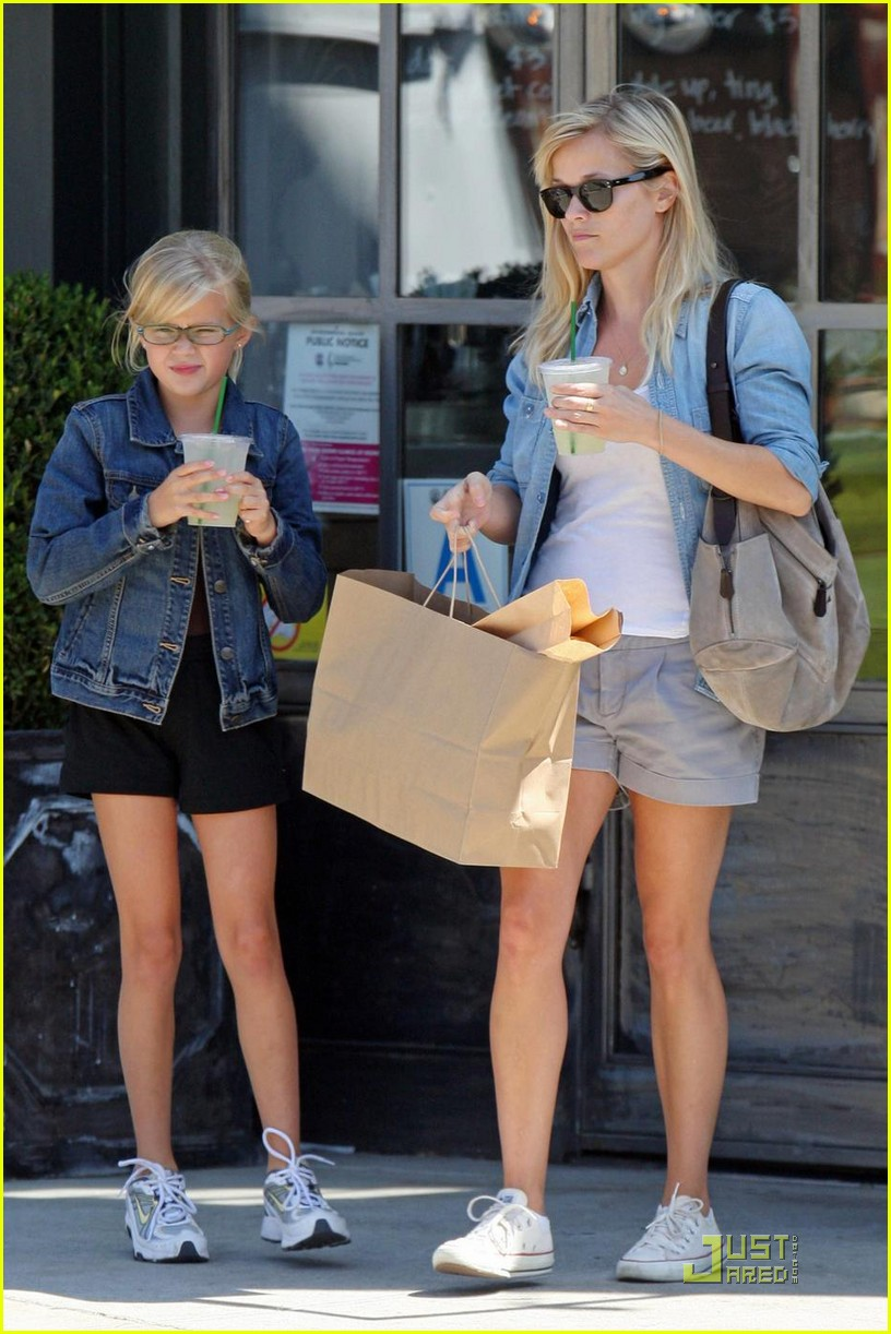 reese witherspoon ava phillippe lemonade 122228561