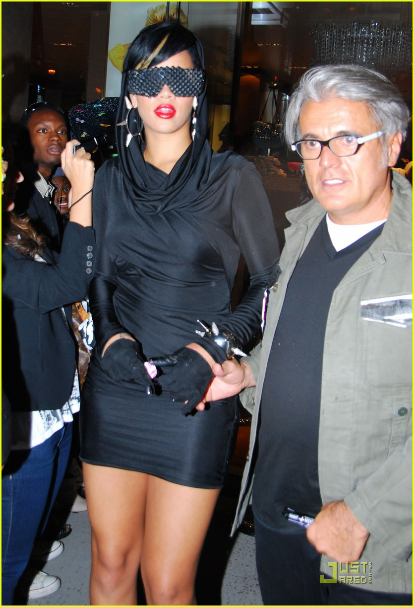 rihanna fashion week 022205441