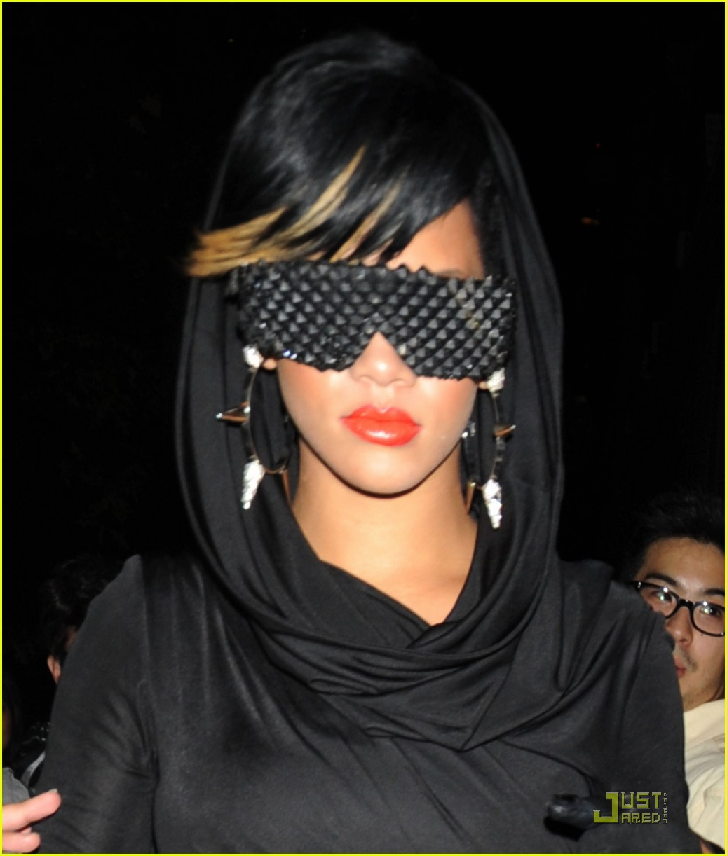 rihanna fashion week 04