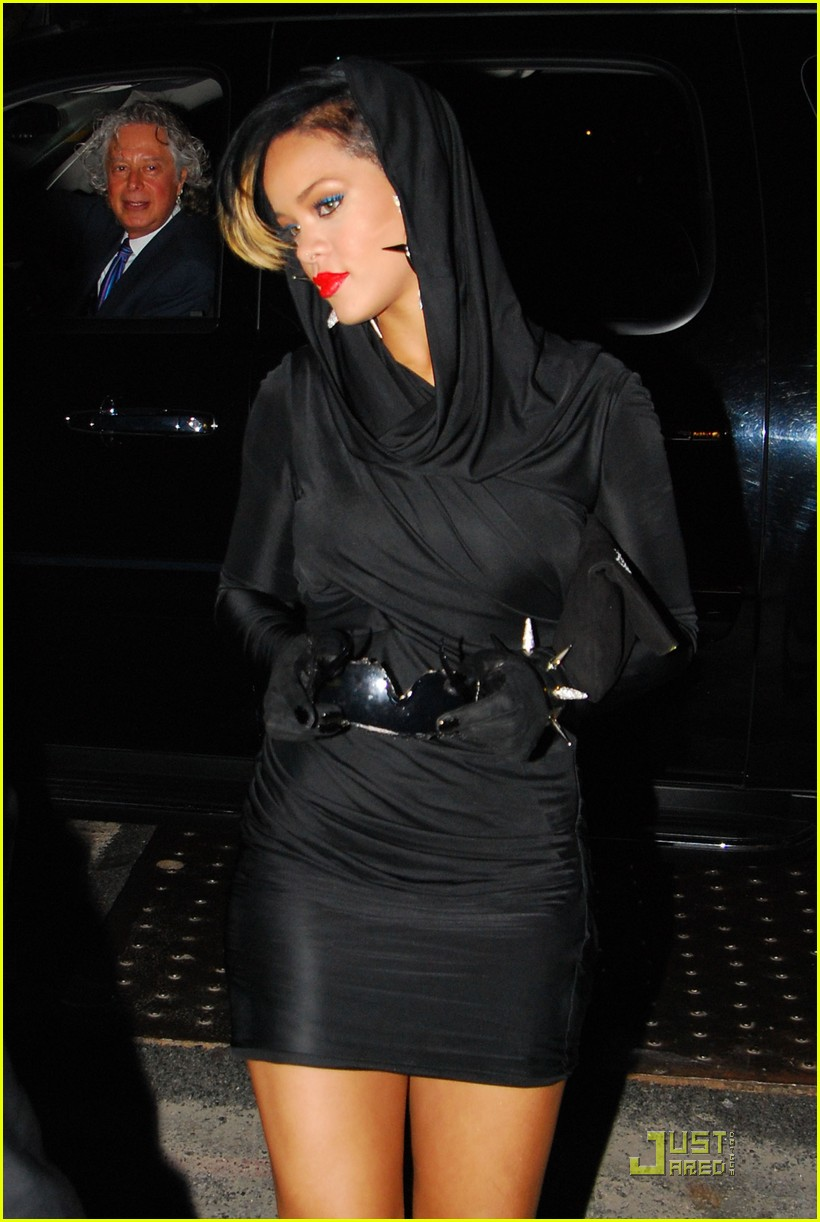 rihanna fashion week 112205531
