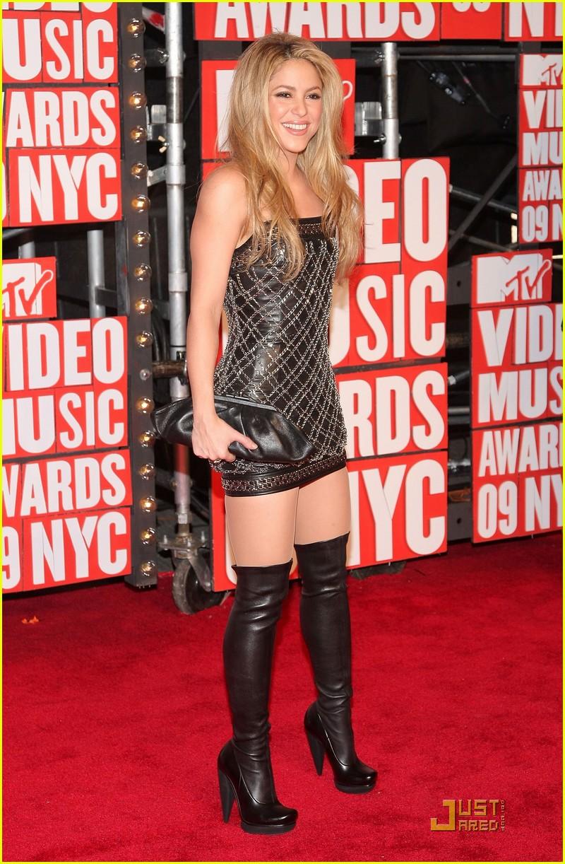 6ed86e28 Shakira and Pink - MTV VMAs 2009: Photo 2211621 | 2009 MTV VMAs ...