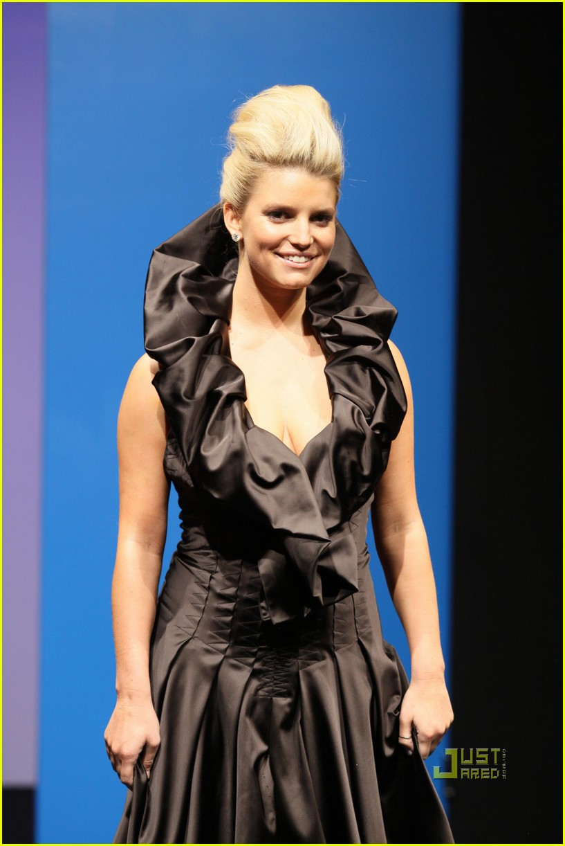jessica simpson catwalk queen 062185802