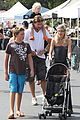 tori spelling frequents the flea market 14