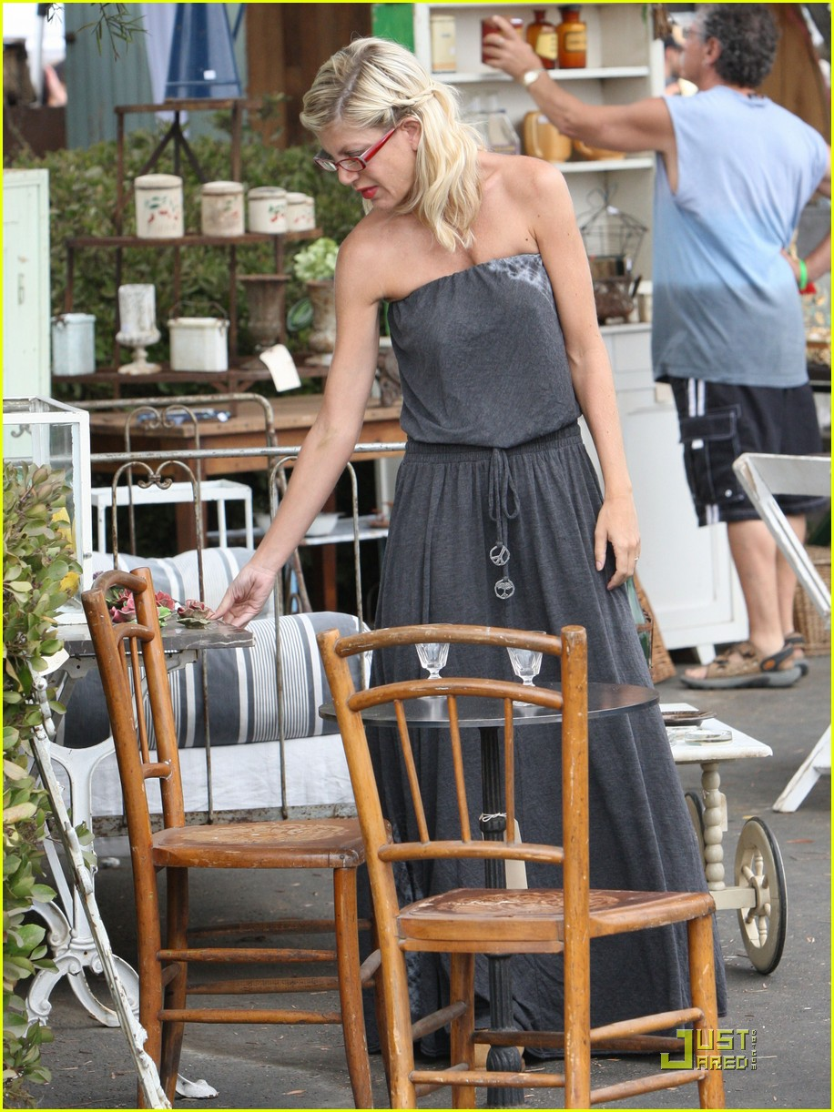 tori spelling frequents the flea market 042248522