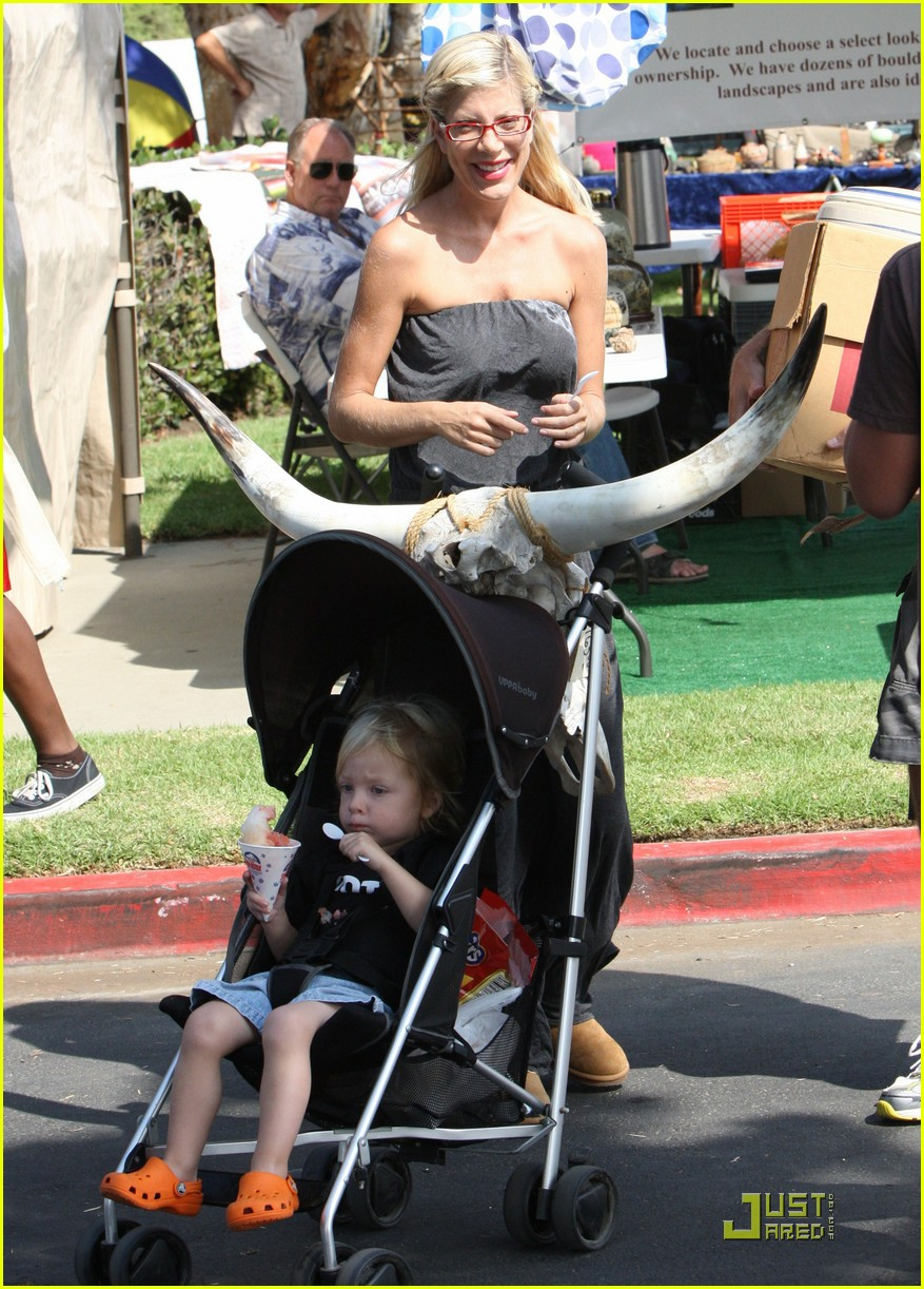 tori spelling frequents the flea market 222248702