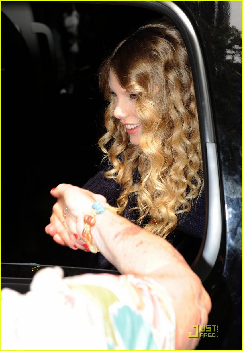 taylor swift enjoys the view 082218982