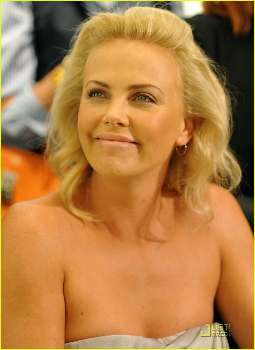 charlize theron dior darling 042206731