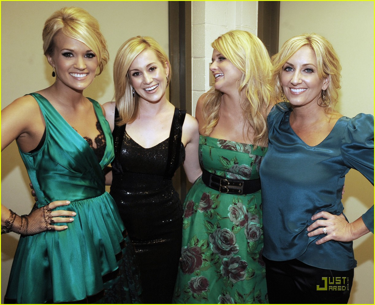 Kellie Pickler And Carrie Underwood Carrie Underwood Gives...