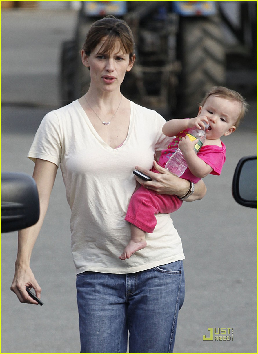 violet seraphina affleck apples 142253111