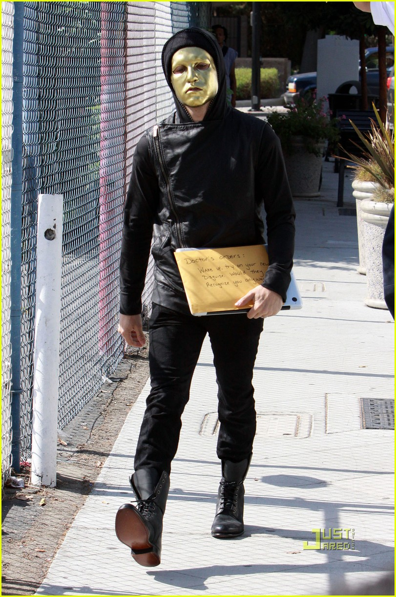 pete wentz gold mask 082222921