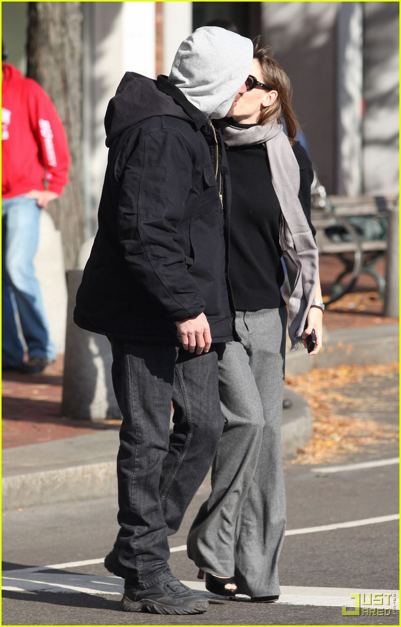 ben affleck jennifer garner the town kiss 02
