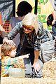 christina aguilera visits a pumpkin patch 22