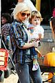 christina aguilera visits a pumpkin patch 25