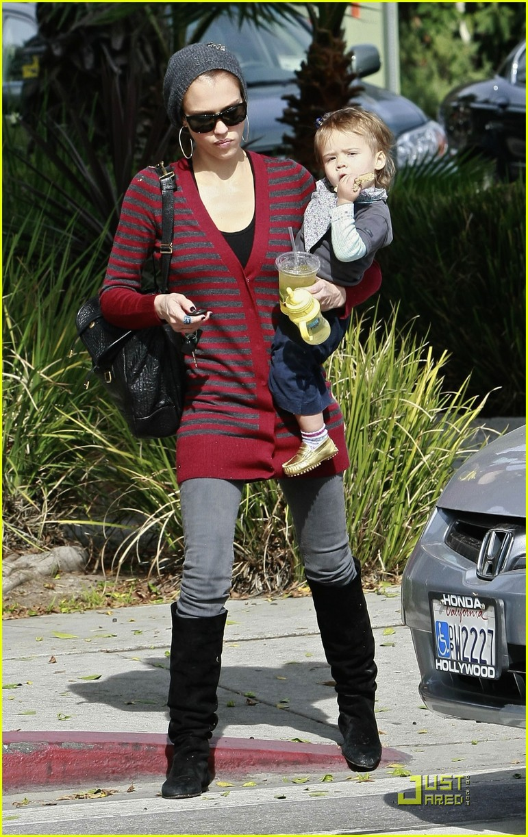 jessica alba honor warren drink their juice 012319532