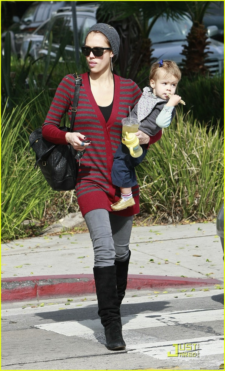 jessica alba honor warren drink their juice 03
