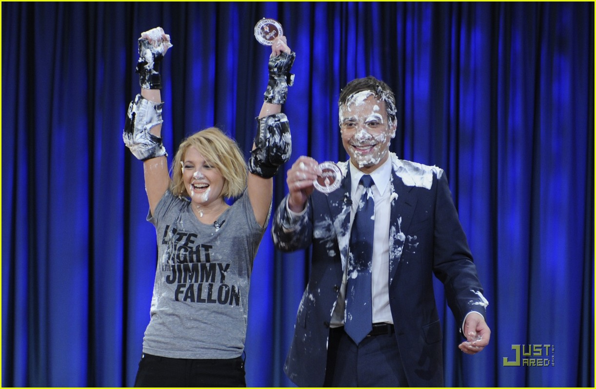 Drew Barrymore Sets World Record in Pie-Throwing : Photo ...