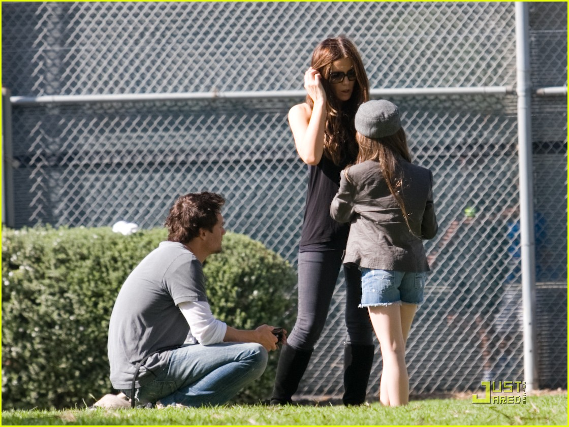 kate beckinsale and her family walk the dog 122313081